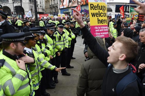 Ribuan Orang Turun Ke Jalan Desak Pemerintah Inggris Terima Pengungsi Suriah