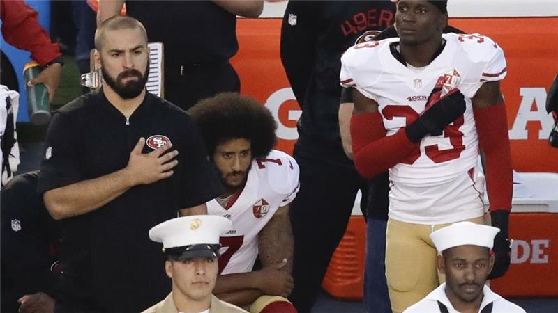 Kaepernick Kembali Tolak Berdiri Saat Lagu Kebangsaan AS Dinyanyikan