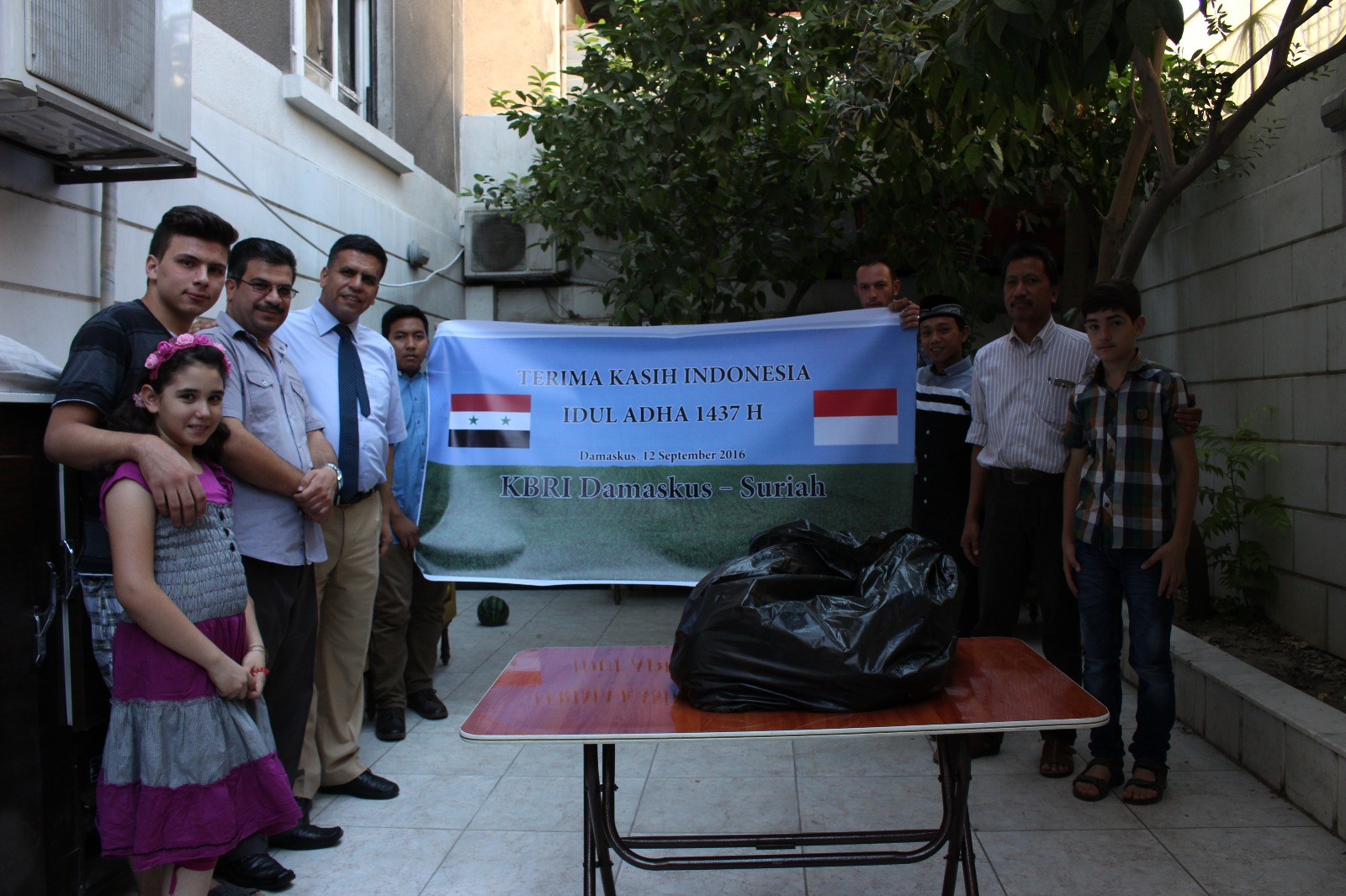 KBRI Damaskus Bagikan Daging Kurban ke Pengungsi Suriah