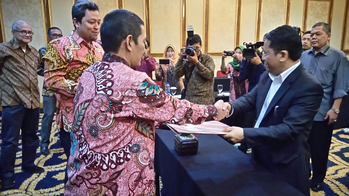 Dirjen Pendis Teken Kontrak DEDC Project IDB Untuk Empat Kampus PTKIN