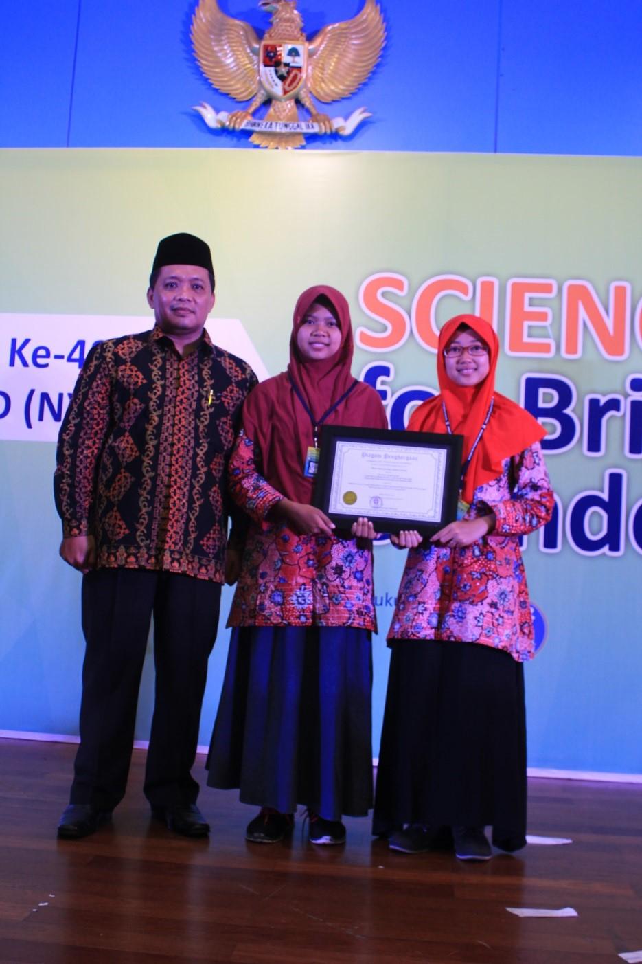 MAN 2 Kudus dan MAN 1 Cilacap Raih Special Award dari LIPI
