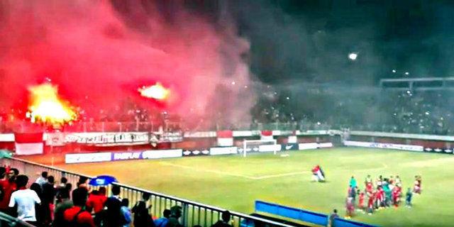 Bendera Palestina Dikibarkan Suporter di Laga Timnas Indonesia