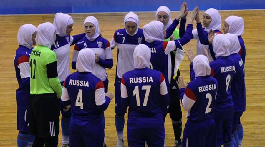 Tim Futsal Perempuan Rusia Berjilbab Saat Main di Iran