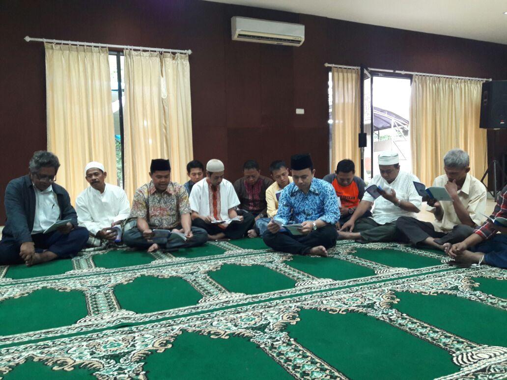 Pegawai Dit. PD-Pontren Tradisikan Khataman Al-Quran