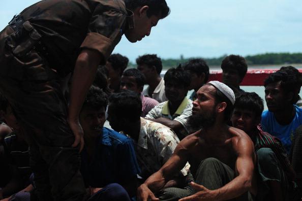 Muslim Rohingya Tenggelam Saat Menyeberang ke Bangladesh