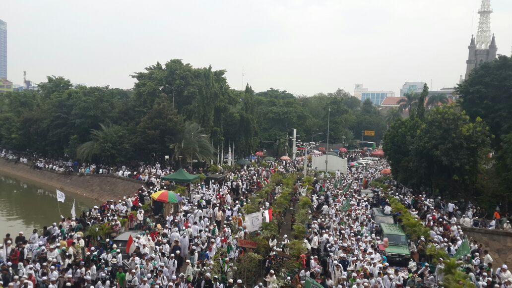 Ratusan Ribu Umat Islam Tuntut Jokowi Selesaikan Kasus Penistaan Agama