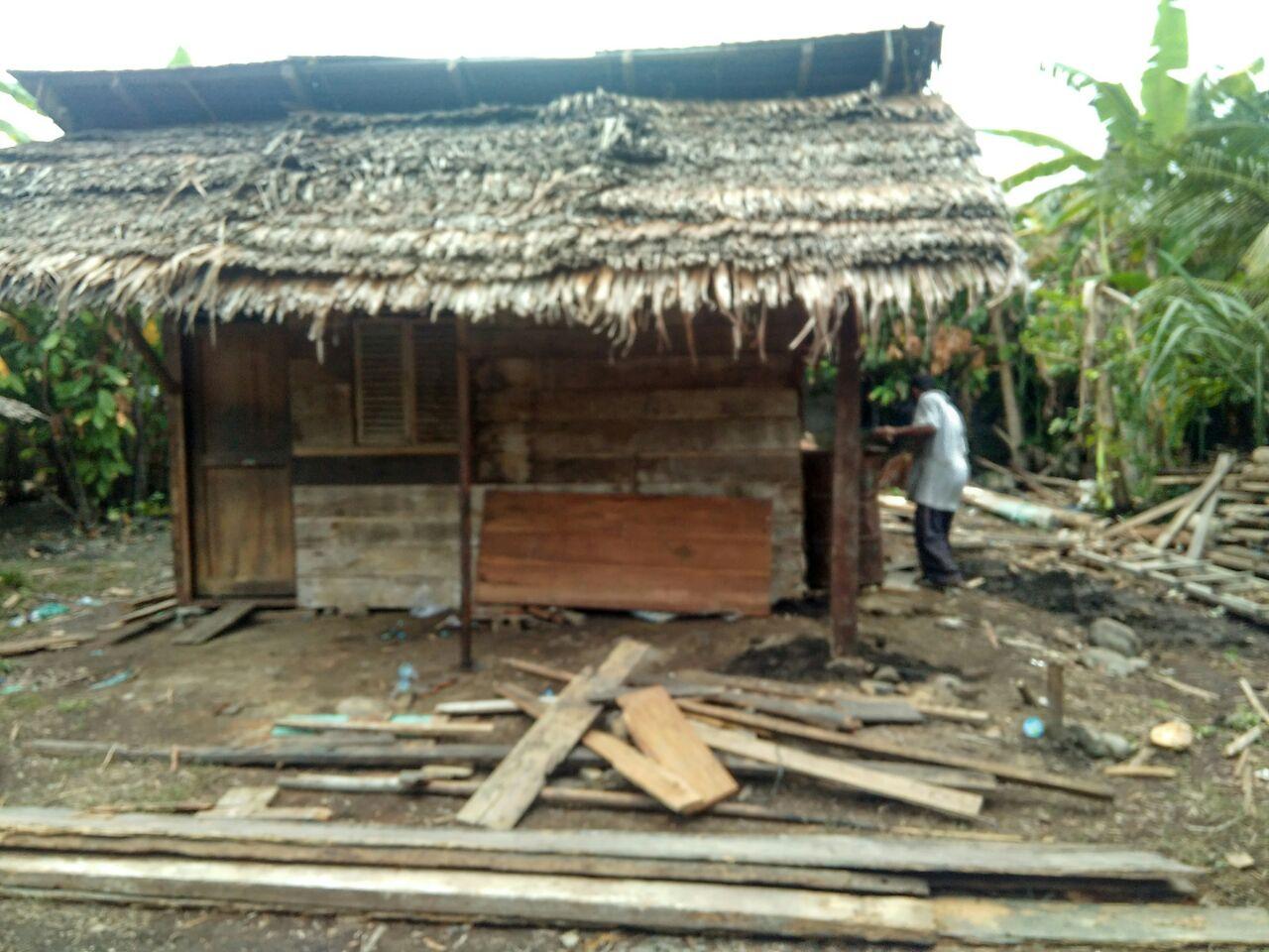 Tim UAR Dirikan Rumah Darurat Sementara Bagi Korban Gempa Pidie Jaya