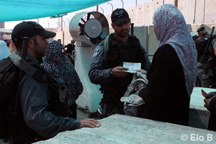 Israel Larang 8.000 Warga Palestina Bepergian ke Luar Negeri Sejak 2014