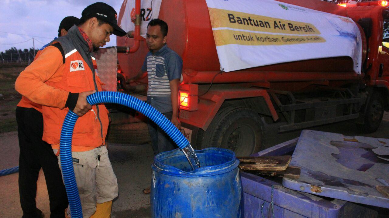 Rumah Zakat Distribusikan Bantuan Air Bersih untuk Warga Gempa Aceh