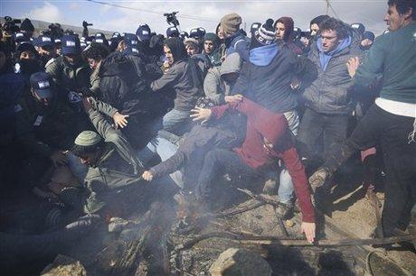 Bentrok Tentara Israel dan Pemukim Yahudi Karena Penggusuran di Tepi Barat