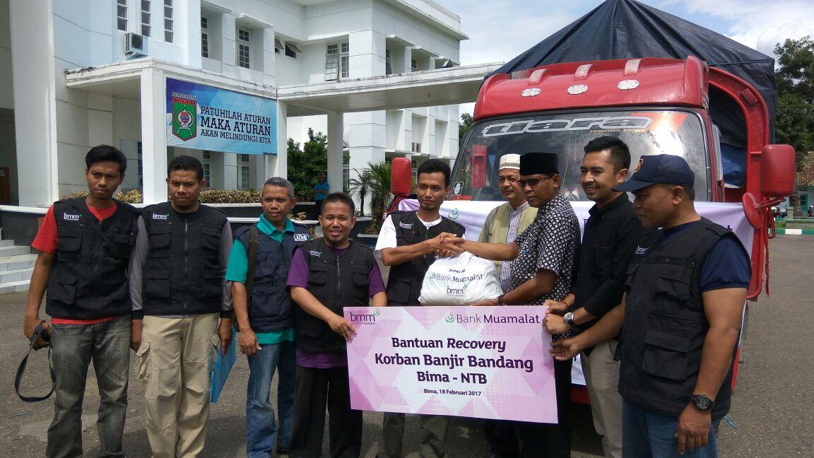 Bank Muamalat Bantu Korban Banjir Bandang di Bima