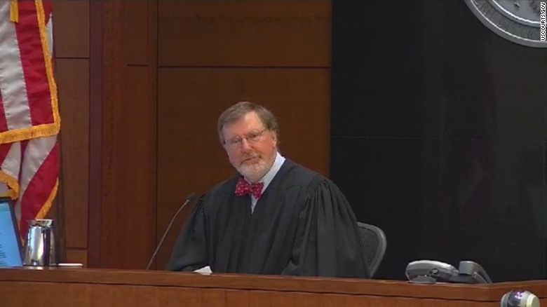 Trump Perintahkan Penahanan Hakim Pemblokir Perintahnya