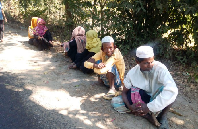 Pengungsi Muslim Rohingya Mengemis di Jalan-jalan Cox Bazar