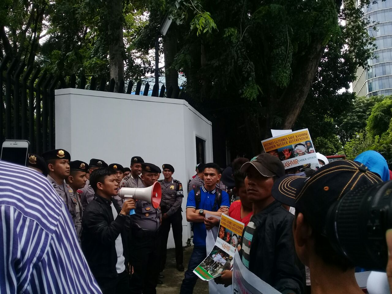Kekerasan di Kashmir Berlanjut, Kedubes India di Jakarta Didemo