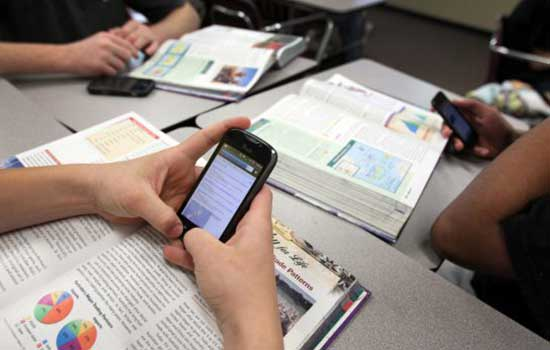 DPRD Jambi : Tak Bisa Dibenarkan Siswa Bawa Ponsel ke Sekolah