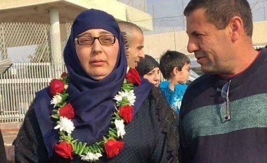 Setelah 15 Tahun Dipenjara Israel, Perempuan Palestina Bebas