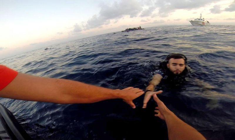 LSM Penyelamat Migran Dituding Kolusi dengan Pedagang Manusia Libya