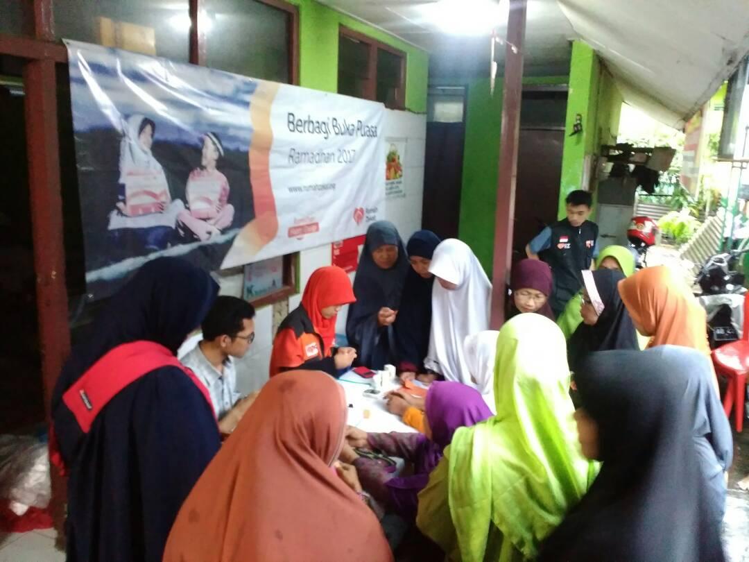 RZ Bagikan 100 Paket Buka Puasa Ramadhan di Solo