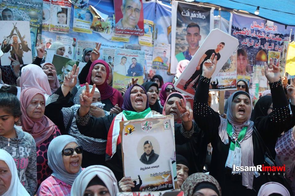 Rakyat Palestina Rayakan Diakhirinya Aksi Mogok Makan Tahanan