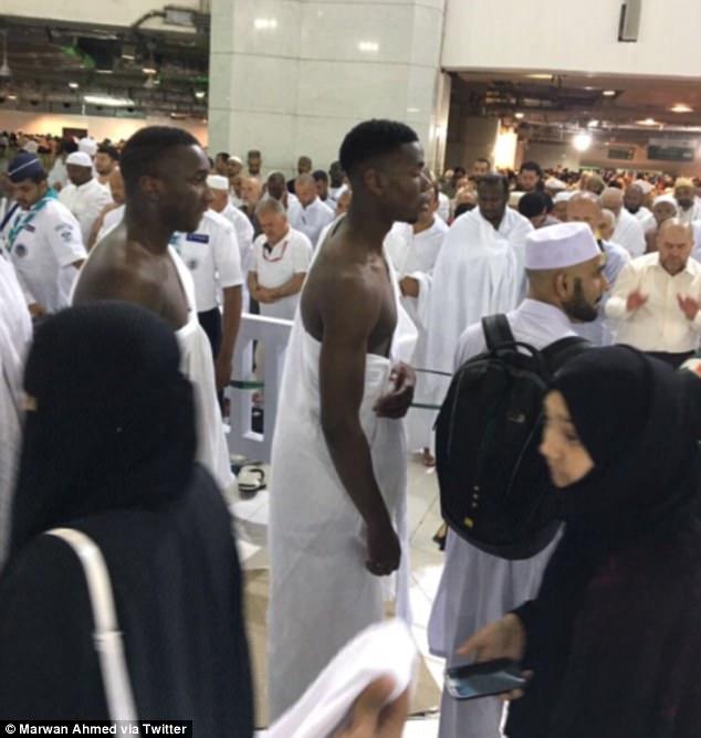 Gelandang MU Paul Pogba Umrah Ramadhan