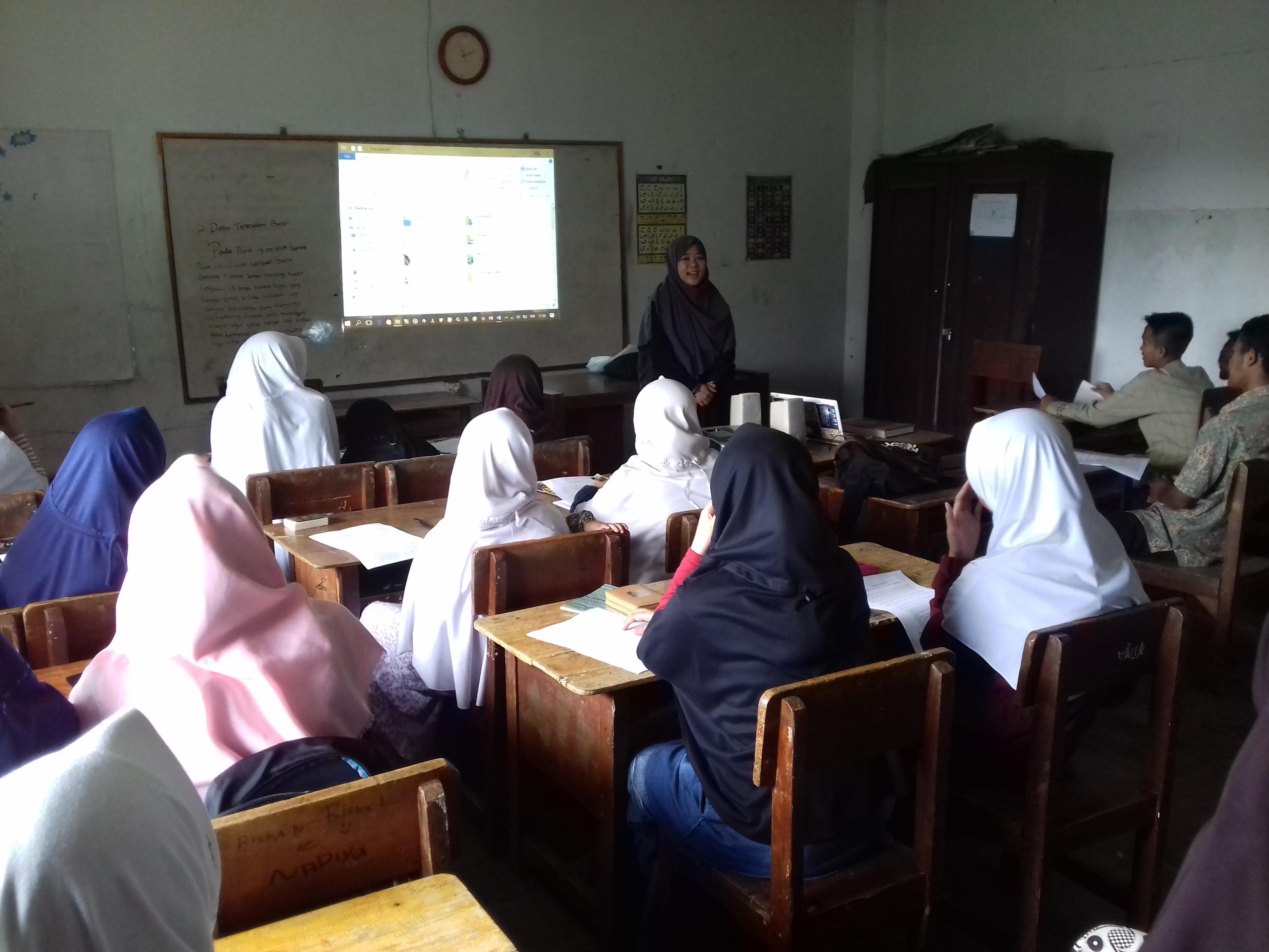 Mahasiswa KKN STAI Al-Fatah Gagas Pembentukan Mading di Ponpes Nurul Falah