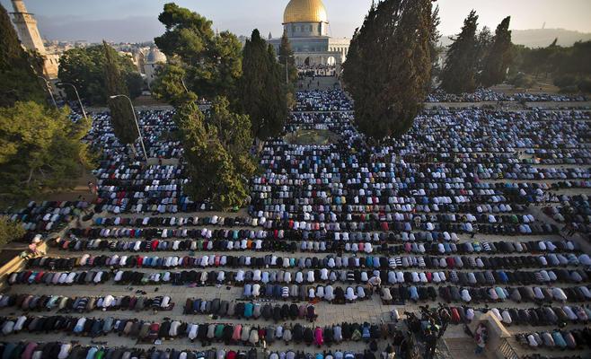 300 Ribu Warga Shalat Jumat Kedua Ramadhan di Al-Aqsha