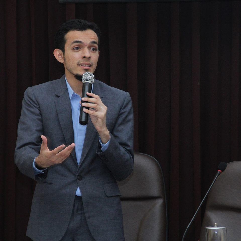 Kesuksesan di Tengah Keterpurukan (Oleh:dr. Gamal Albinsaid)