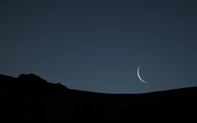 Syariat Rukyatul Hilal Berlaku Untuk Semua (Oleh: Ali Farkhan Tsani)