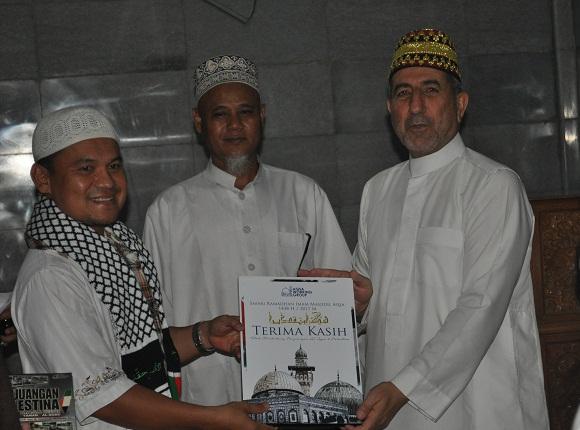 Imam Al-Aqsha Palestina Pimpin Tarawih di Masjid Al-Muhajirin Bali