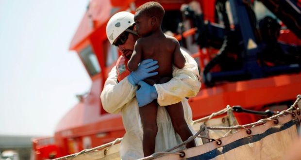 Spanyol Selamatkan Lebih dari 200 Pengungsi di Laut