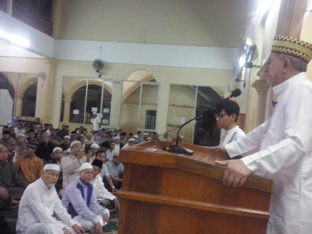 Ramadhan di Pesantren Al-Fatah, Tarawih Bersama Imam Al-Aqsha