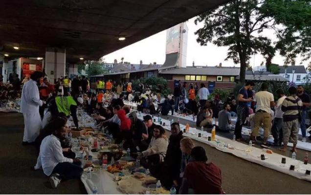 Muslim London Santuni Korban Kebakaran Grenfell
