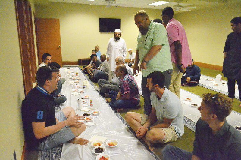 Muslim Kanada Undang Non-Muslim Buka Bersama