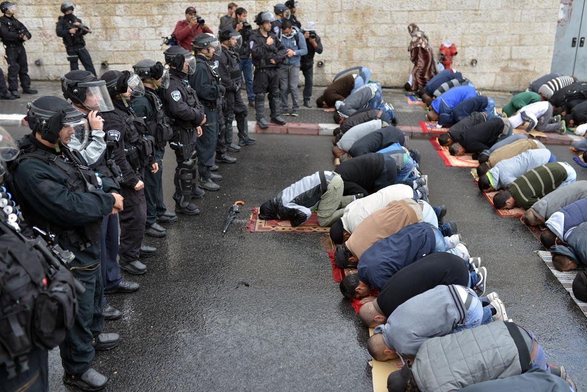 Dipasang Detektor Logam, Umat Islam Tolak Masuki Al-Aqsha