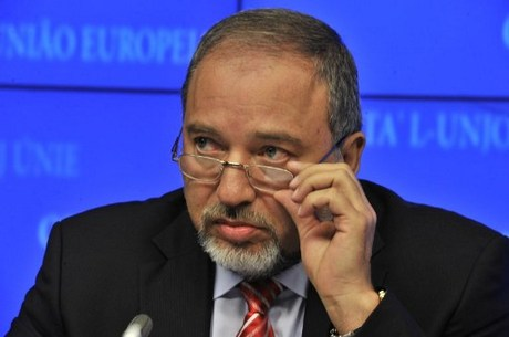 """Avigdor Bantah """"Terobosan"""" Pemulangan Tahanan Israel di Gaza"""
