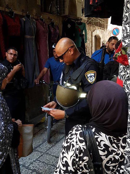 Polisi Israel Secara Manual Periksa Barang Warga Palestina Masuk ke Al-Aqsha