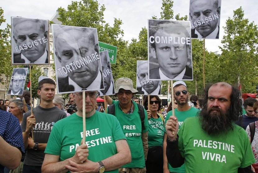 Pengunjuk Rasa Paris Sebut Netanyahu Penjahat