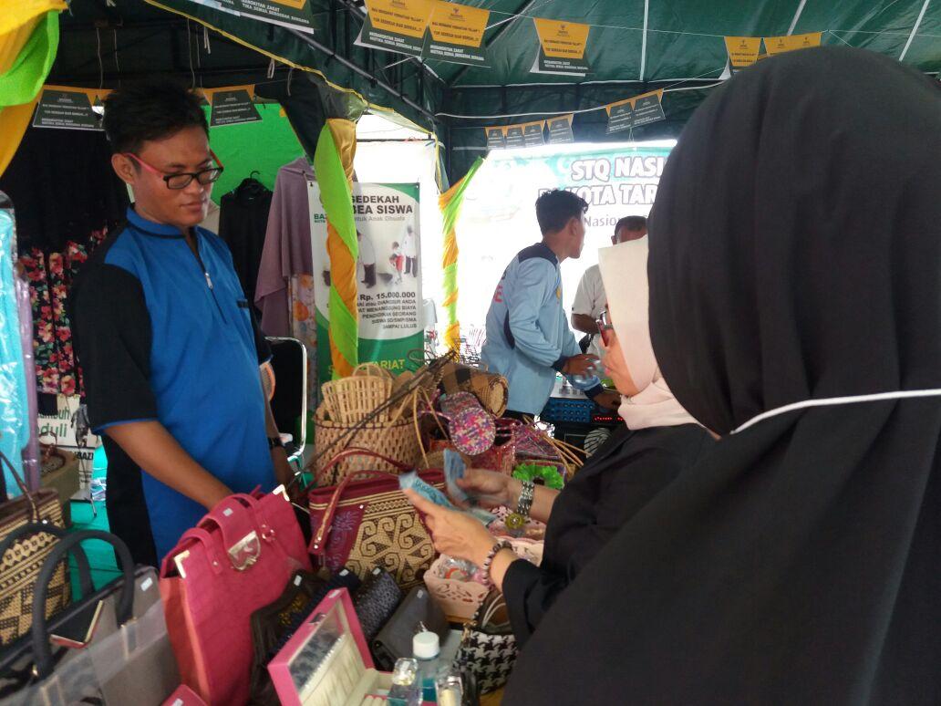 Baznas Buka Stan Jual Barang Kerajinan Buatan Mualaf di STQ Tarakan
