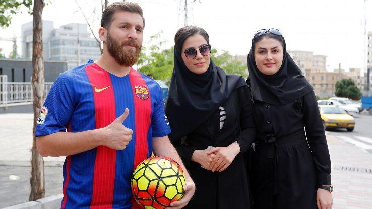 Reza Parastesh, Messi dari Iran