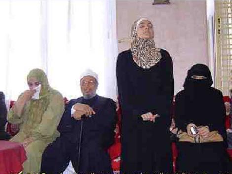 Mesir Menahan Anak Perempuan dan Menantu Syaikh Al-Qaradhawi