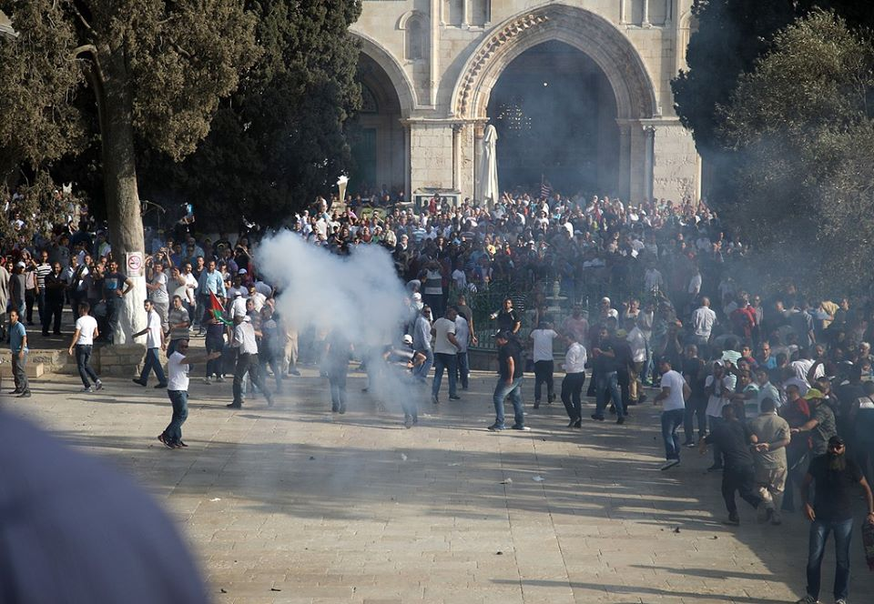Pasukan Israel Tembak Ribuan Umat Islam Palestina di Al-Aqsha