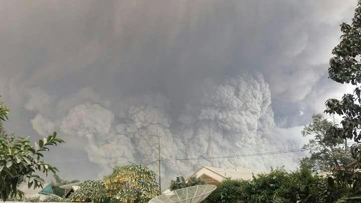 Sinabung Meletus Lagi, Lontarkan Abu Setinggi 4,2 Km dan 4,5 Km Awan Panas