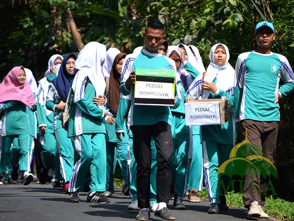 Siswa SMK Ma'arif Gelar Jalan Sehat Peduli Rohingya