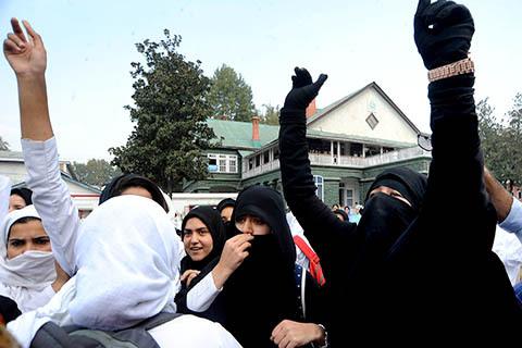 Mahasiswi Kashmir Desak Polisi Tangkap Pelaku Pemotong Rambut Kepang