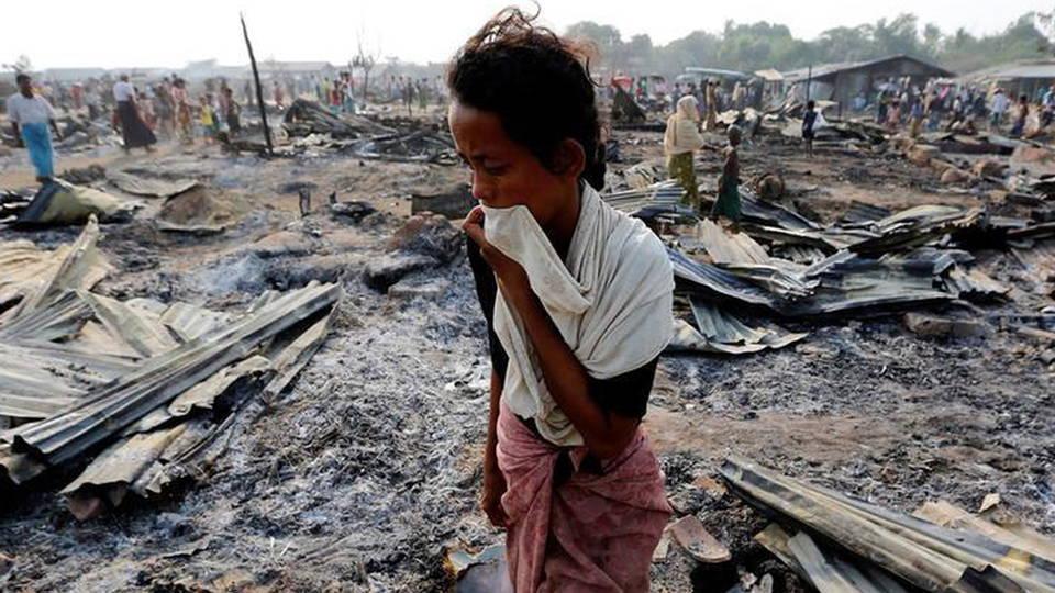Militer Myanmar Membakar Desa