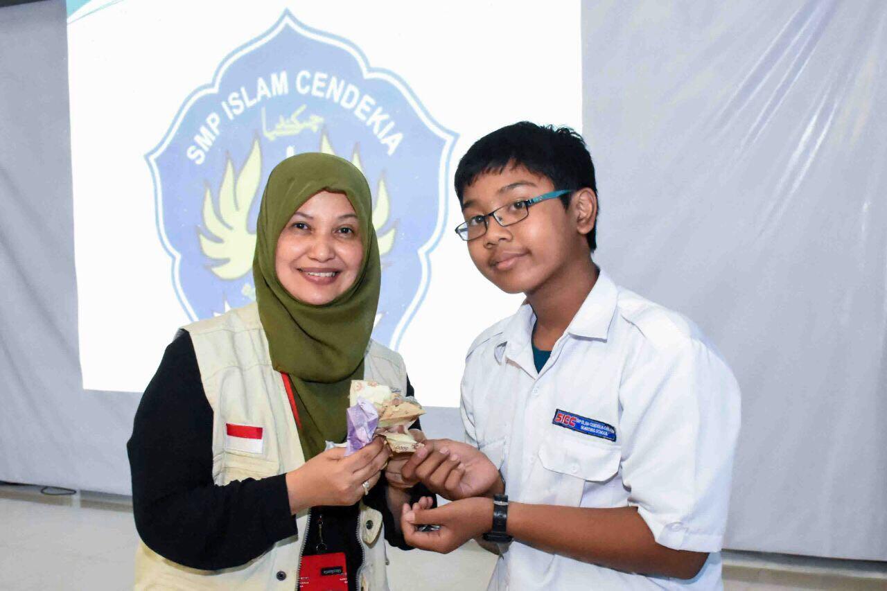 MER-C Terima Sumbangan SMP Islam Cendekia Cianjur untuk Pembangunan RSI di Myanmar