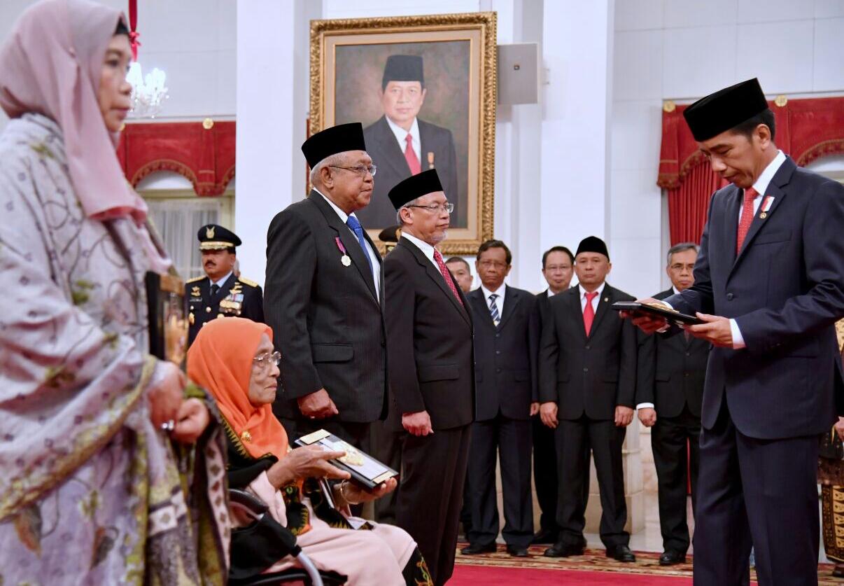 Jokowi Anugerahkan Gelar Pahlawan Nasional untuk Empat Tokoh