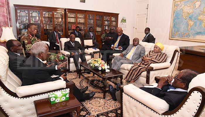 Presiden dan Jenderal Zimbabwe Bertemu di Istana Negara