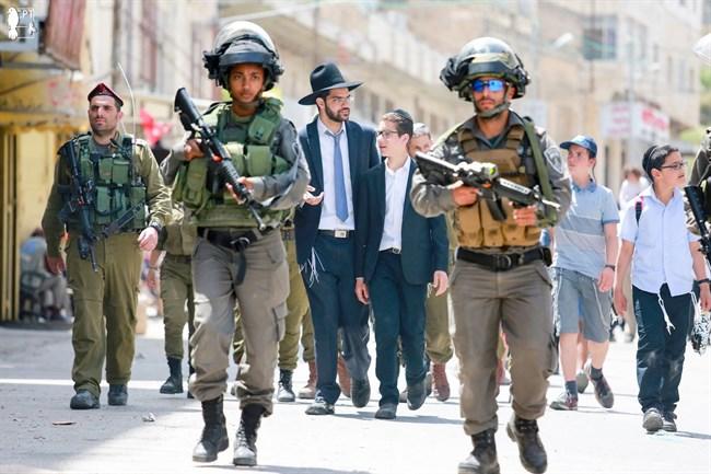 Pemukim Israel Masuki Masjid Al-Aqsa dengan Pengawalan Tentara