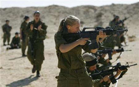 Pasukan Israel Latihan Menembak di Pemukiman Palestina